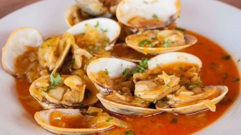 receta-almejas-a-la-marinera-con-tomate-480x270